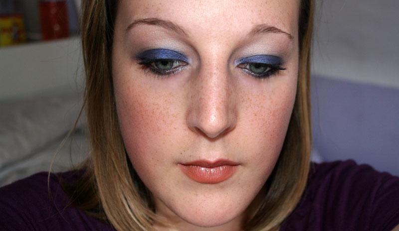 Maquillage bleu avec Yves Rocher