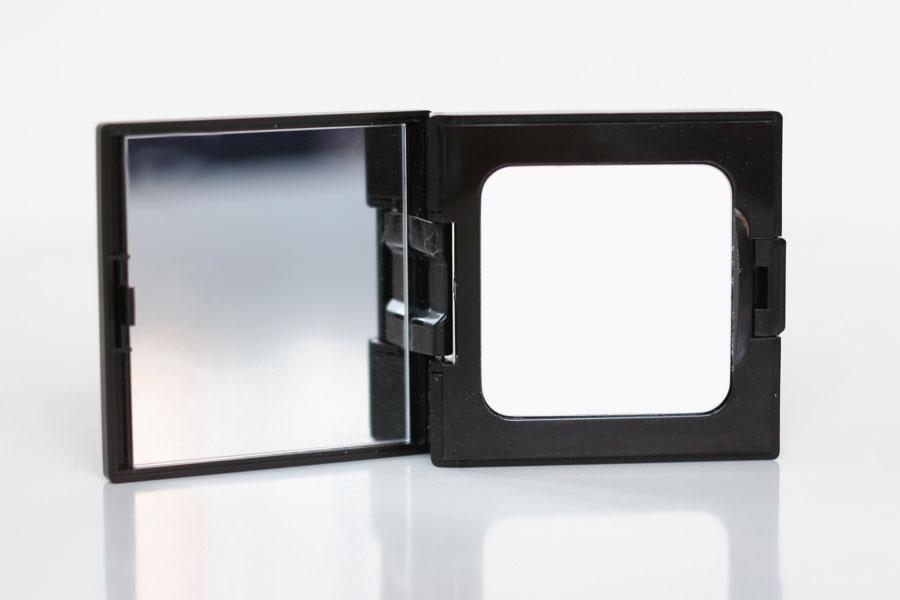 Poudre compacte fixante invisible universal - Laura Mercier